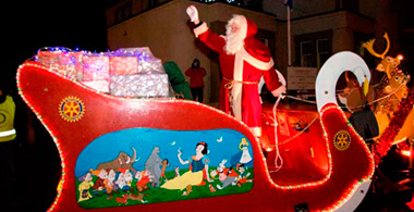 Santas Sleigh coming alomg High Street